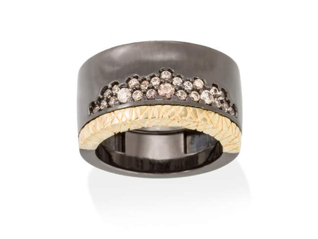 Ring MIRAGE cognac in black silver de Marina Garcia Joyas en plata Ring in 18kt yellow gold and ruthenium plated 925 sterling silver with cognac cubic zirconia.