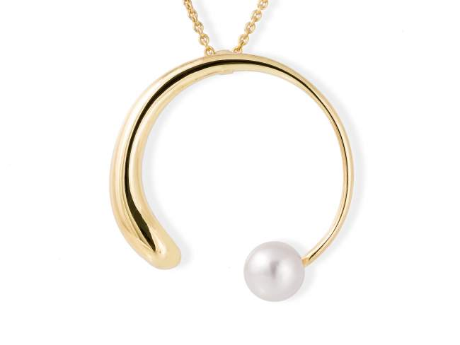 Pendant SIAM pearl in golden silver de Marina Garcia Joyas en plata Pendant in 18kt yellow gold plated 925 sterling silver and freshwater cultured pearl. (size: 4,8 cm.)  (Chain is not included)