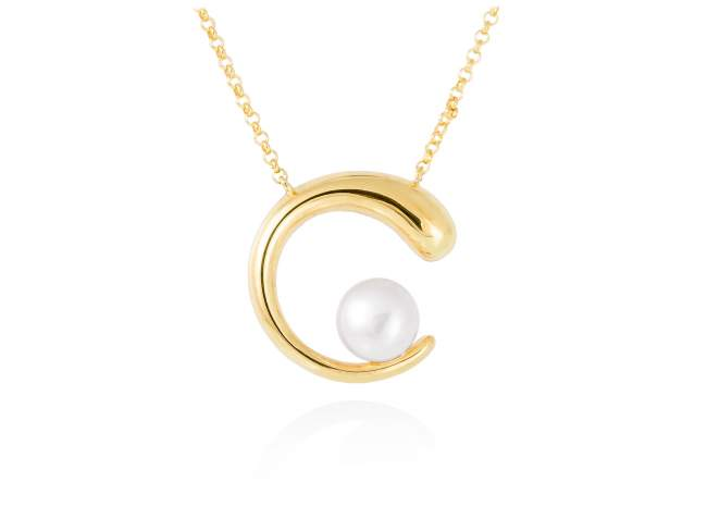Necklace SIAM pearl in golden silver de Marina Garcia Joyas en plata Necklace in 18kt yellow gold plated 925 sterling silver with freshwater cultured pearl. (Length of necklace: 42+3 cm. Size of pendant: 2,5 cm.)