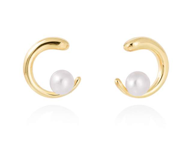 Earrings SIAM pearl in golden silver de Marina Garcia Joyas en plata Earrings in 18kt yellow gold plated 925 sterling silver with freshwater cultured pearls. (size: 2 cm.)