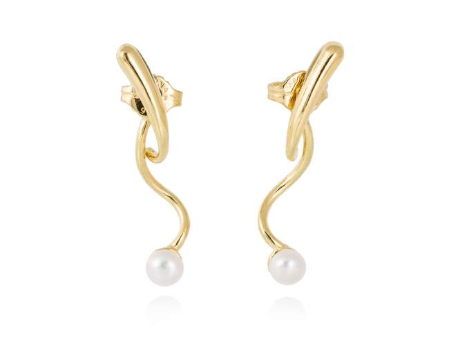 Earrings SEIDAI pearl in golden silver de Marina Garcia Joyas en plata Earrings in 18kt yellow gold plated 925 sterling silver with freshwater cultured pearls. (size: 3 cm.)