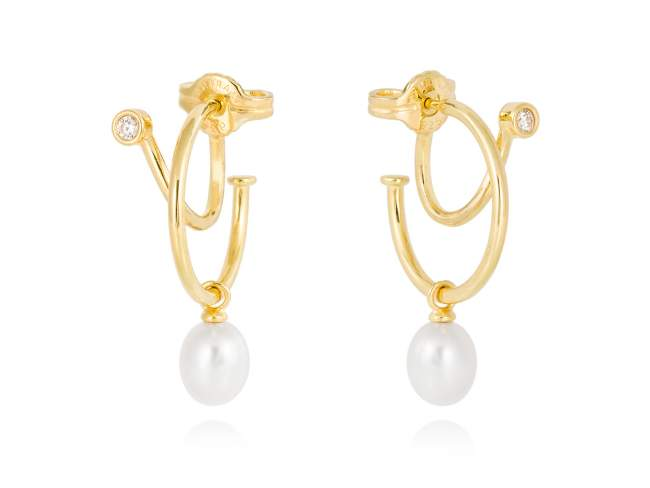 Earrings WHAM pearl in golden silver de Marina Garcia Joyas en plata Earrings in 18kt yellow gold plated 925 sterling silver, white cubic zirconia and freshwater cultured pearls. (size: 3,2 cm.)