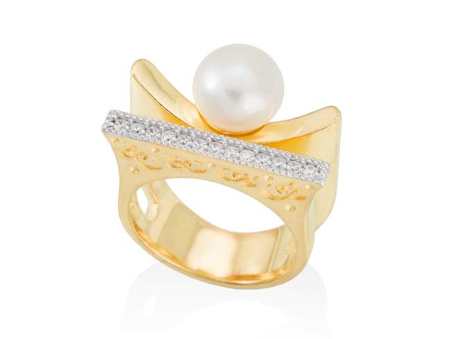 Ring KIOTO pearl in golden silver de Marina Garcia Joyas en plata Ring in 18kt yellow gold plated 925 sterling silver with white cubic zirconia and freshwater cultured pearl.