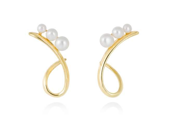 Earrings TAKA pearl in golden silver de Marina Garcia Joyas en plata Earrings in 18kt yellow gold plated 925 sterling silver with freshwater cultured pearls. (size: 2,6 cm.)
