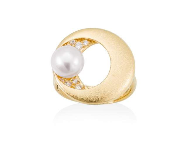 Ring SAKAY pearl in golden silver de Marina Garcia Joyas en plata Ring in 18kt yellow gold plated 925 sterling silver. white cubic zirconia and freshwater cultured pearl.