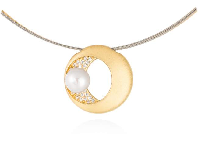 Necklace SAKAY pearl in golden silver de Marina Garcia Joyas en plata Necklace in 18kt yellow gold plated 925 sterling silver with white cubic zirconia and freshwater cultured pearl. (Length of necklace: 42 cm. Size of pendant: 2,5 cm.)