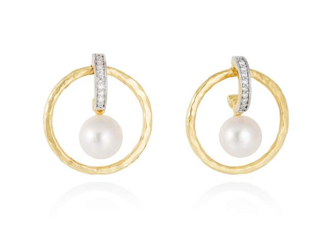 Earrings NIKO pearl in golden silver de Marina Garcia Joyas en plata Earrings in 18kt yellow gold plated 925 sterling silver, white cubic zirconia and freshwater cultured pearls. (size: 2,7 cm.)