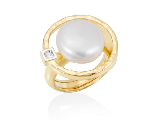Ring OSAKA pearl in golden silver de Marina Garcia Joyas en plata Ring in 18kt yellow gold plated 925 sterling silver. white cubic zirconia and freshwater cultured pearl.