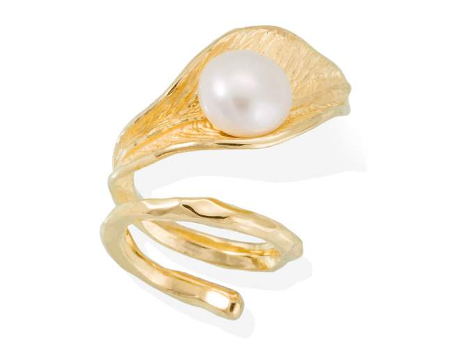 Ring NARA pearl in golden silver de Marina Garcia Joyas en plata Ring in 18kt yellow gold plated 925 sterling silver with freshwater cultured pearl.