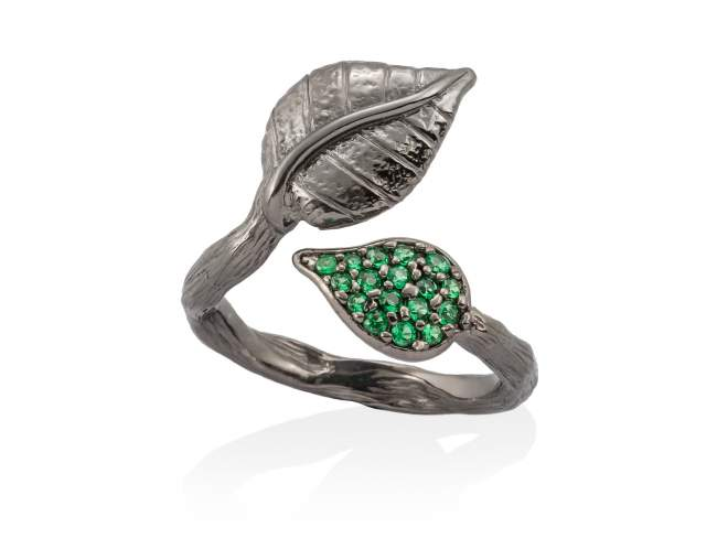 Ring LEAVES Green in black silver de Marina Garcia Joyas en plata Ring in ruthenium plated 925 sterling silver and synthetic green spinel.
