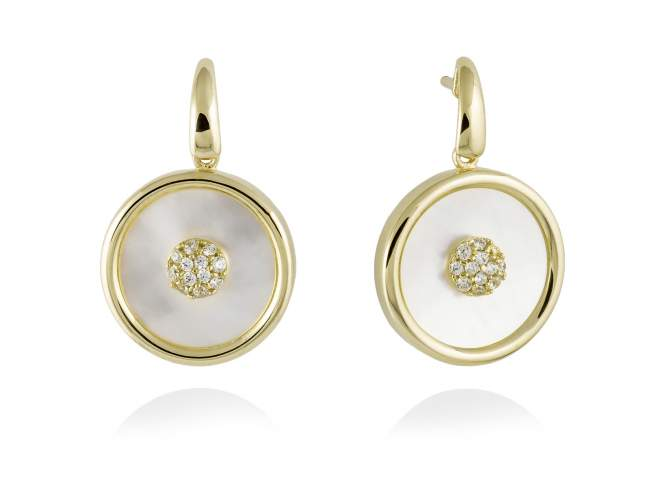 Earrings MOON White in golden silver de Marina Garcia Joyas en plata Earrings in 18kt yellow gold plated 925 sterling silver, white cubic zirconia and white mother-of-pearl coin shape. (length: 2,9 cm.)