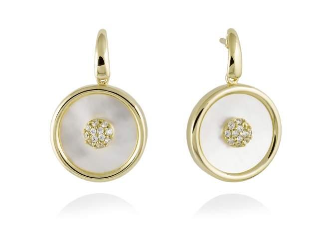 Pendientes MOON Blanco en plata dorada de Marina Garcia Joyas en plata Pendientes de plata de primera ley (925) chapada en oro amarillo de 18kt, circonita blanca y nacar blanco tallado en placa. (largo: 2,9 cm.)