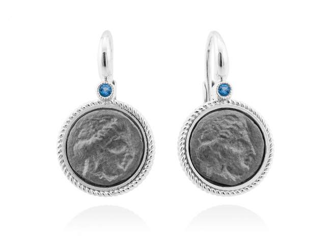 Earrings TERRA Blue in silver de Marina Garcia Joyas en plata Earrings in ruthenium and rhodium plated 925 sterling silver and synthetic blue spinel. (size: 2,5 cm.)