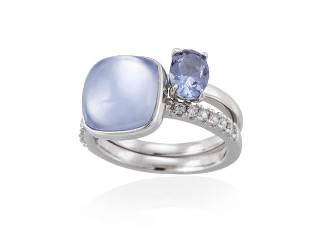 Ring LAKE Blue in silver de Marina Garcia Joyas en plata Ring in rhodium plated 925 sterling silver, white cubic zirconia, synthetic stone in blue color and mother of pearl and synthetic blue saphire doublet.