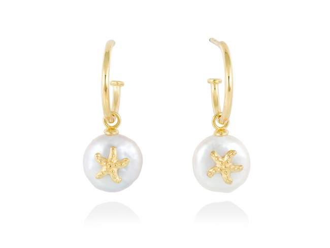Earrings CABO  in golden silver de Marina Garcia Joyas en plata Earrings in 18kt yellow gold plated 925 sterling silver and freshwater cultured pearls. (size: 3 cm.)