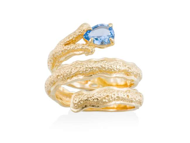 Ring BLUE Blue in golden silver de Marina Garcia Joyas en plata Ring in 18kt yellow gold plated 925 sterling silver with synthetic stone in aquamarine color.