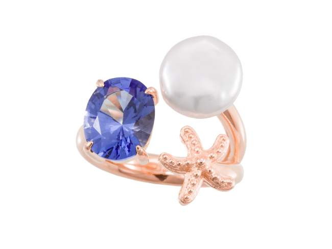 Ring EL CIELO Blue in rose silver de Marina Garcia Joyas en plata Ring in 18kt rose gold plated 925 sterling silver, synthetic stone in tanzanite color and freshwater cultured pearl.