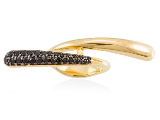Ring TRUCO Black in golden silver de Marina Garcia Joyas en plata Ring in 18kt yellow gold plated 925 sterling silver with synthetic black spinel.
