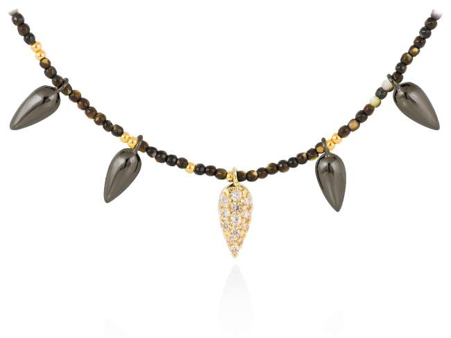 Necklace TRUCO Cognac in black silver de Marina Garcia Joyas en plata Necklace in 18kt yellow gold and ruthenium plated 925 sterling silver, cognac cubic zirconia and mother of pearl. (length: 40+3 cm.)